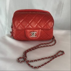 Chanel Mini sac cuir...