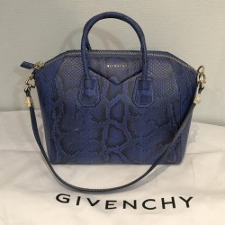 GIVENCHY Sac GM ANTIGONA...